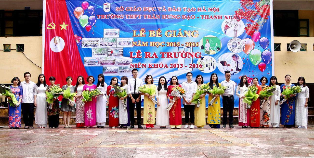 Lễ ra trường của học sinh lớp 12 niên khóa 2013 - 2016